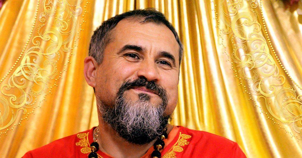 Гуру Свами Вишнудевананда Гири  (Основатель и духовный лидер  Всемирной Общины Санатана Дхармы)